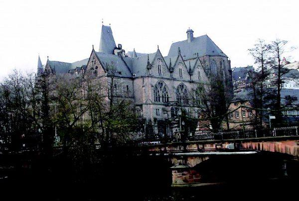 ラーン川から望むマールブルグ旧大学