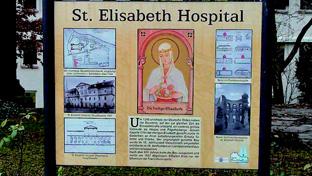 聖エリザベス病院跡前の看板