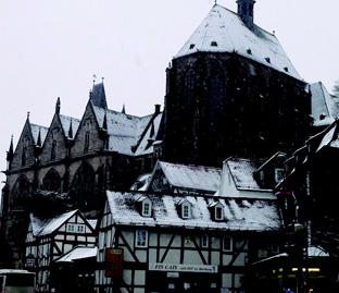 雪を被ったマールブルグ旧大学